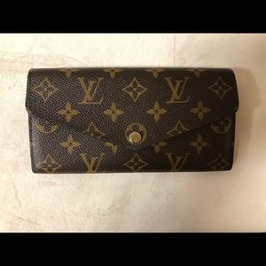 100% authentic Louis Vuitton Sarah Wallet